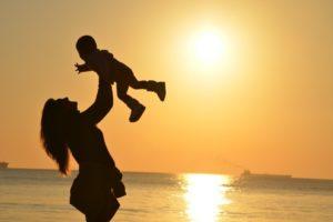 実は有利になる可能性も!?母子家庭に有利なハローワークの制度について